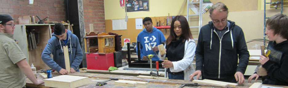 bill-students-in-workshop